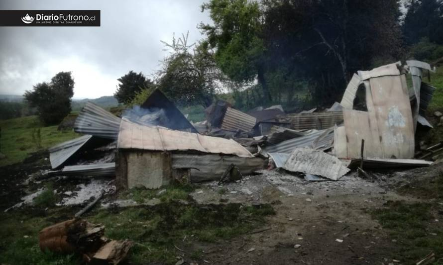 Adulto mayor murió en incendio en sector rural de Futrono