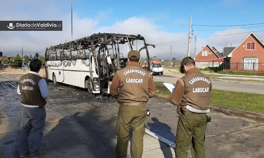 Labocar investiga ataque incendiario a bus en Valdivia - Diario Futrono